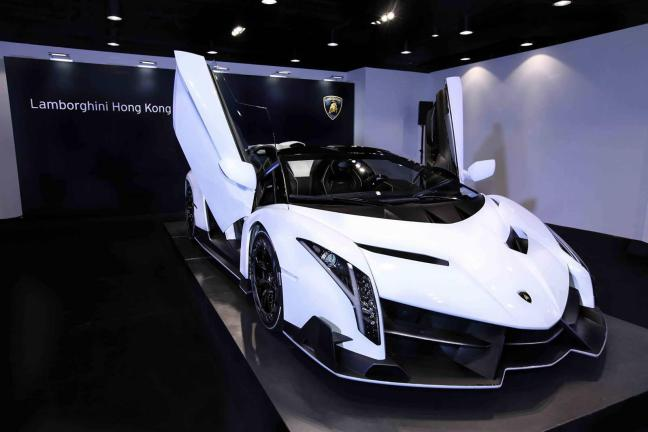 lamborghini built just five examples of the veneno one for factory testing one was kept for itself and three for the customers - Lamborghini Veneno Roadster Orange