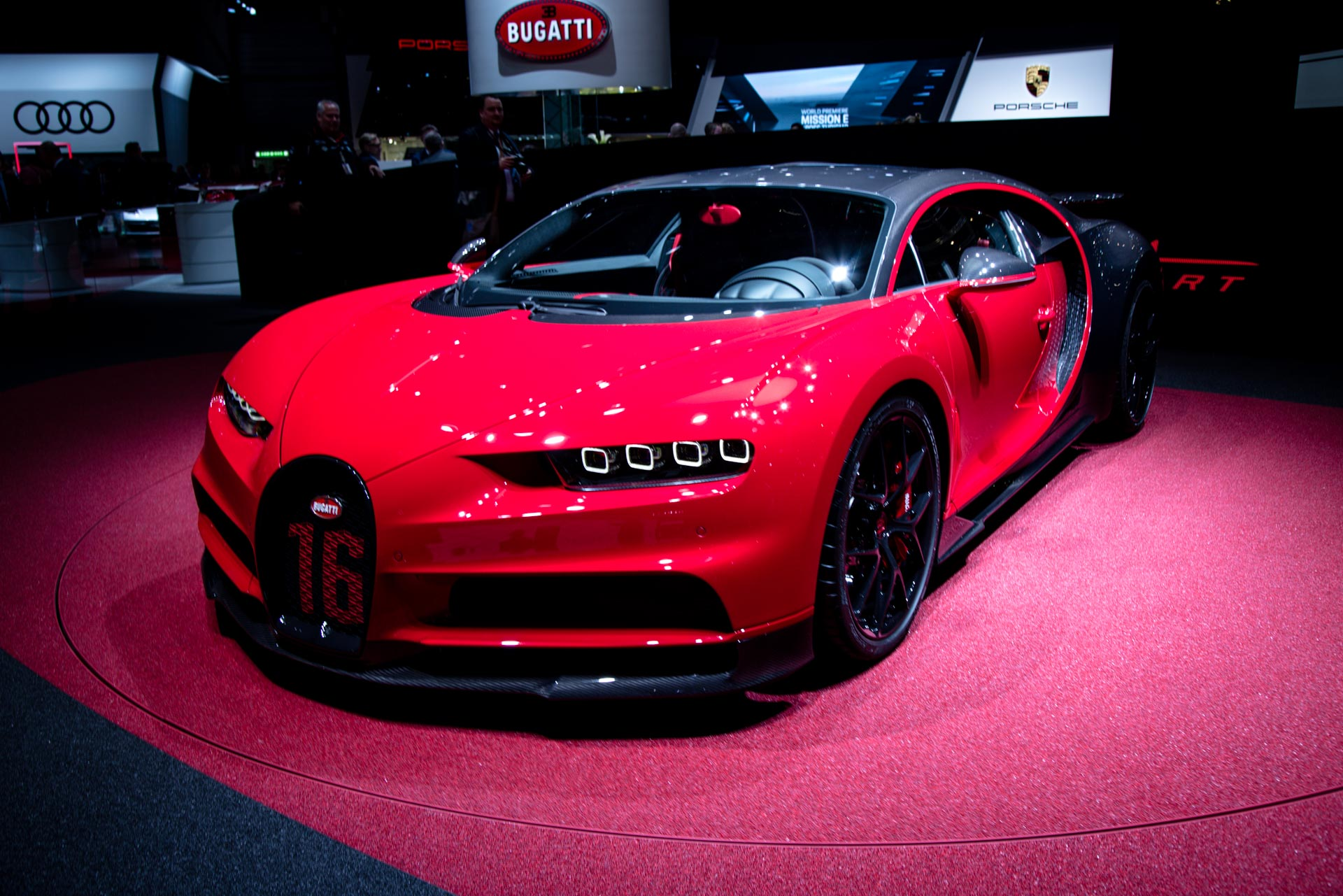 bugatti the chiron gets a sport variant costing 3 2m. Black Bedroom Furniture Sets. Home Design Ideas